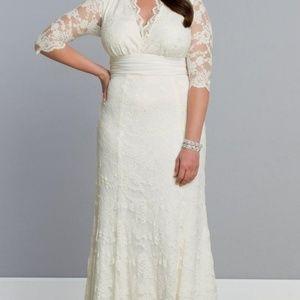 9d1456b9958 David s Bridal Dresses - Kiyonna Armour Lace Plus Size Wedding Gown